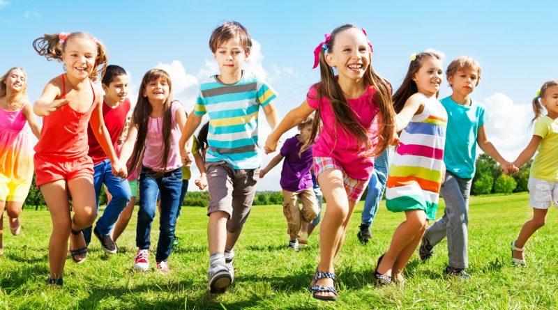 Resultado de imagem para fotos crianças felizes