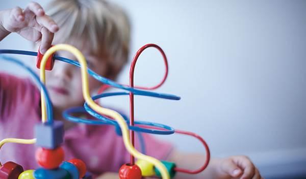 crianca-coordenacao-motora-brincadeira-brinquedo